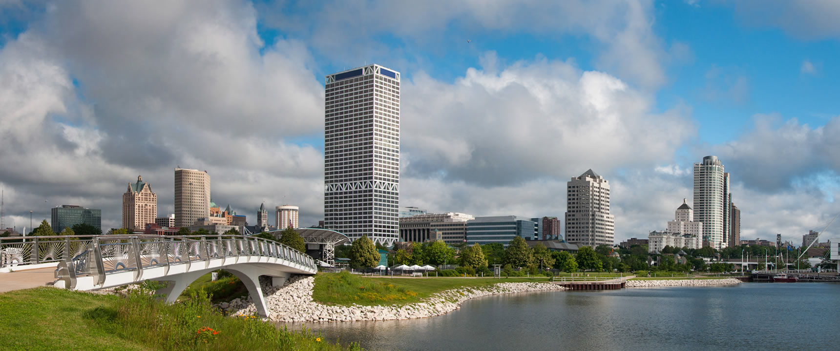 Photo of the Milwaukee, Wisconsin skyline.