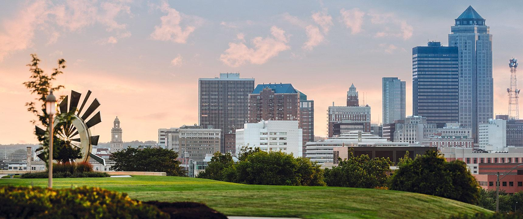 Panoramic view of the Des Moines, Iowa skyline.